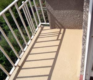 strata-balcony
